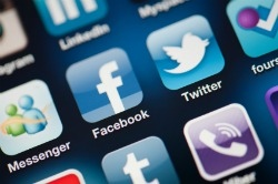 Facebook and TWitter apps on phone